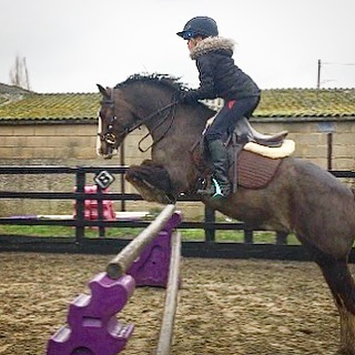 One more of Jasmine and Jack 🤩 #jumpingpony #kidsandponies #kneesup #nottouchingit
