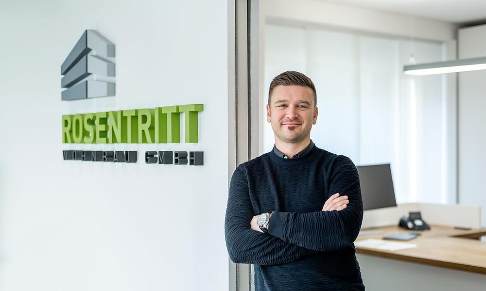 Wolfgang Rosentritt im Büro der Rosentritt Wohnbau GmbH