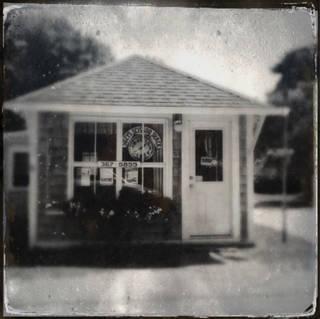 SUZY'S, STONINGTON (000514)