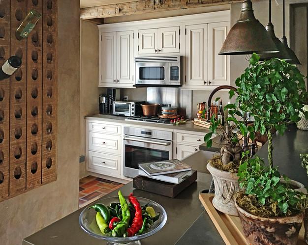 kelly kitchen.jpg
