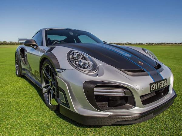 """Brilliant Online Features Melanie Fergin as the first woman to win the ANZ Avery Denison """"Wrap Like a King"""" title with this porsche 9 11 entry into the competition"""