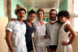 Lucas como Sara behind the scenes of the movie in Cuba