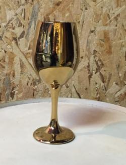 כוס זהב על רגל