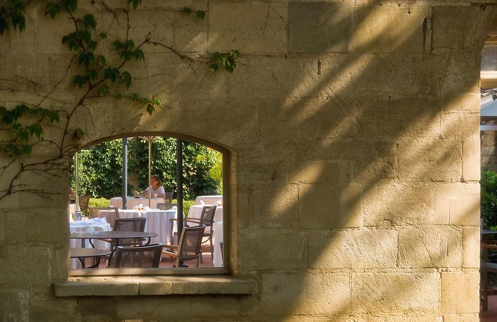 Outdoor tables at Le Prieuré
