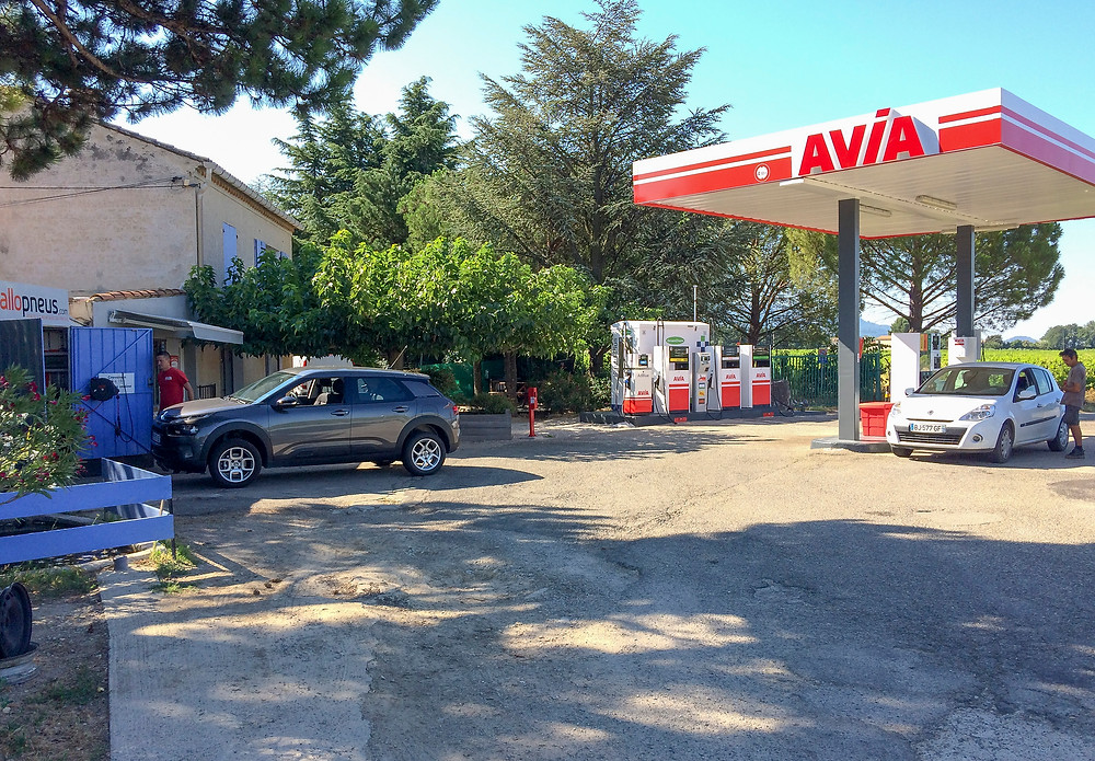 The Avia station near Sablet