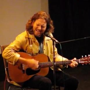 "Eddie Vedder (Pearl Jam) performs at world premiere of ""Body of War"". Isabel Bader Theatre. TIFF 2007."