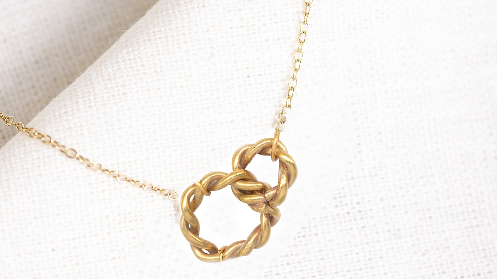 Entwined Serendipity Large Gold Circle Pendant Necklace