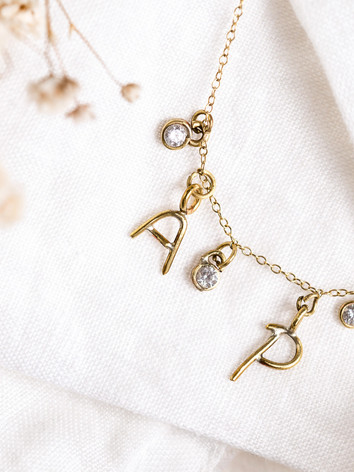 letters necklace 2 letters and 3 diamond
