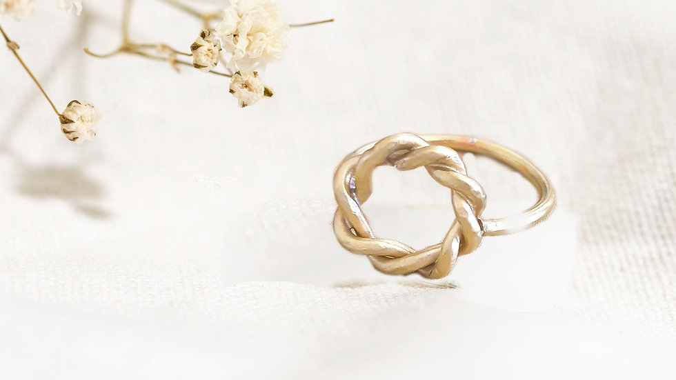 Entwined Cirlce Ring
