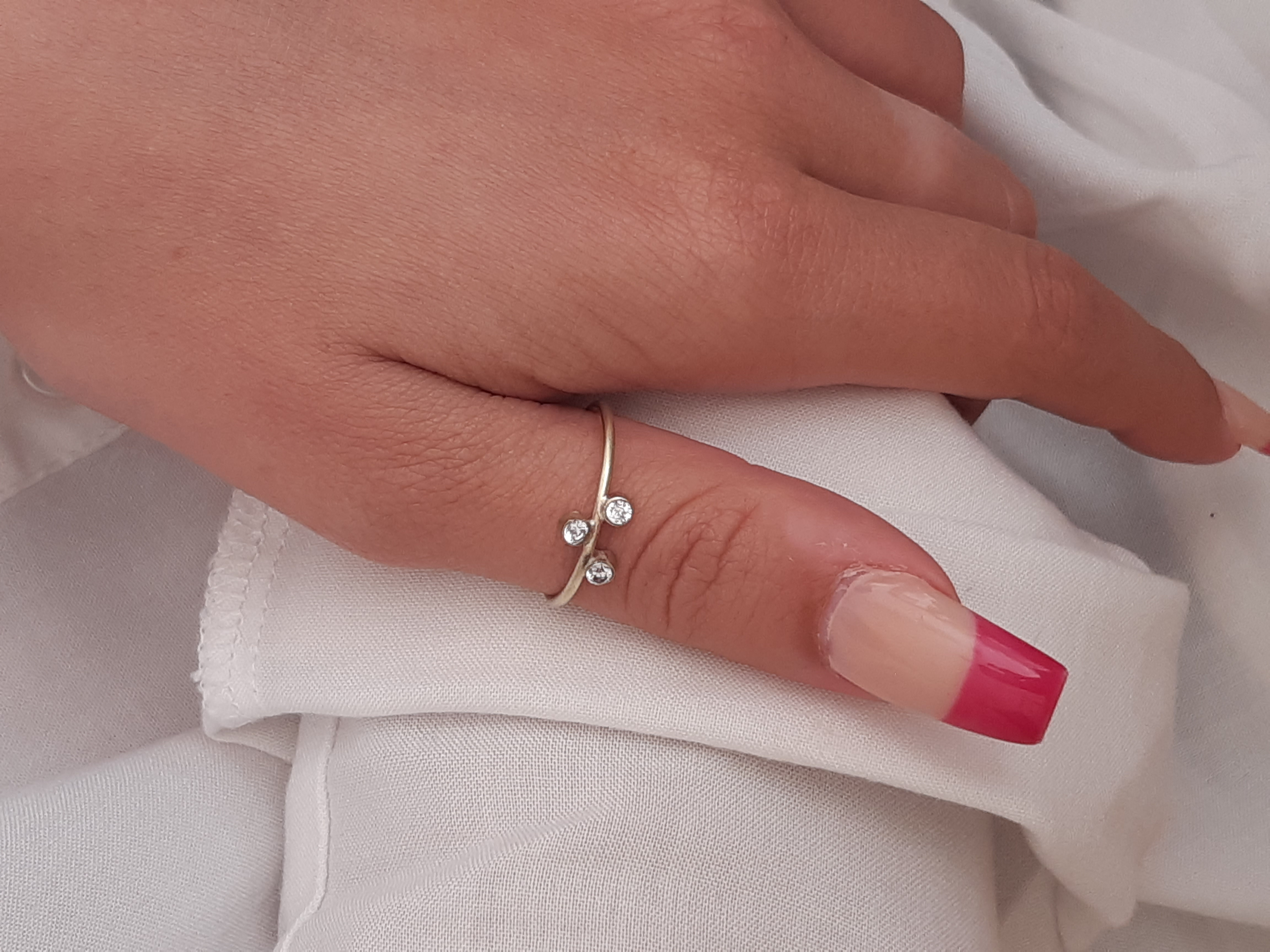 Capella 3 diamond mis matched ring on mo