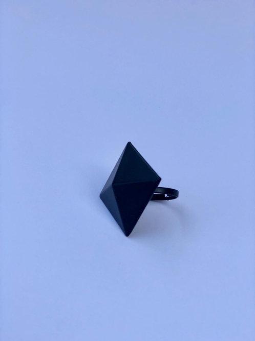 Siyah kare yüzük