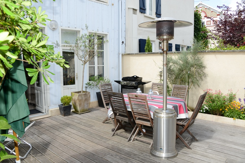 with BBQ, sun beds, outdoor furnitur
