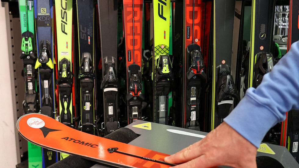 Ski-Service Wachsen und Polieren