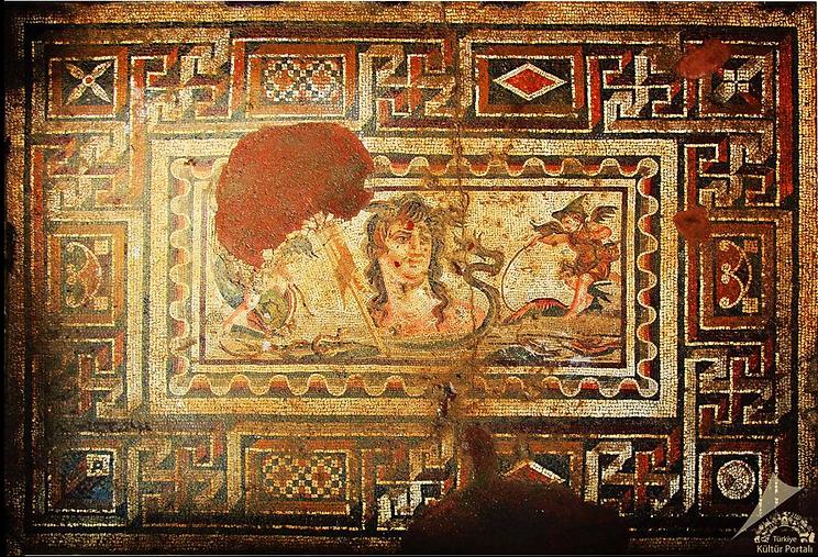 Anavarza Mozaikleri 1.png