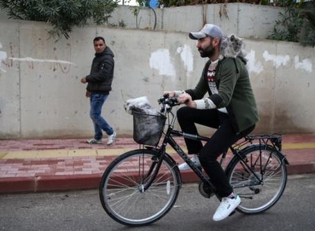 Antalya'da İki Kedisiyle Bisiklet Süren Adam Fenomen Oldu