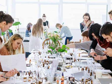 Evinizin Konforunda Bir Parfümörün Hayatını Takip Etmek İster Misiniz?