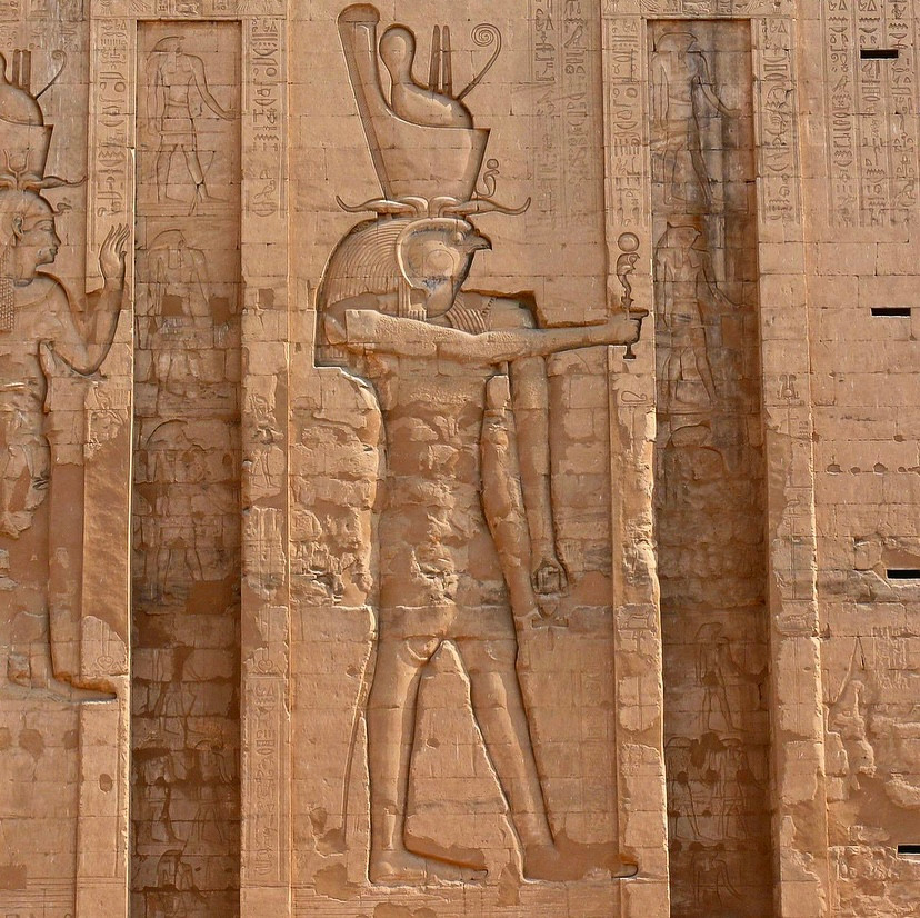 Edfu Tapınağı Horus kabartması