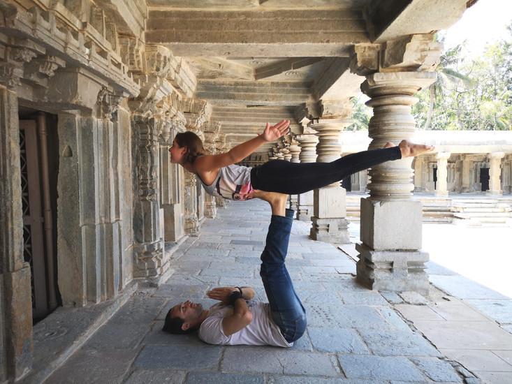 Acro yoga Plane
