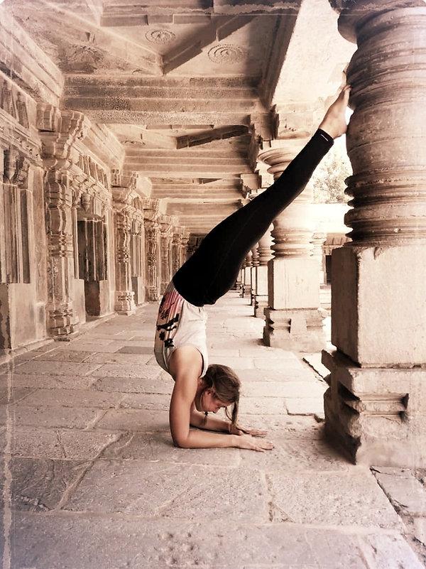 Pincha yoga pose Virginie D'arnaud