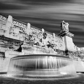 fountain_piazza_de_venezia.jpg