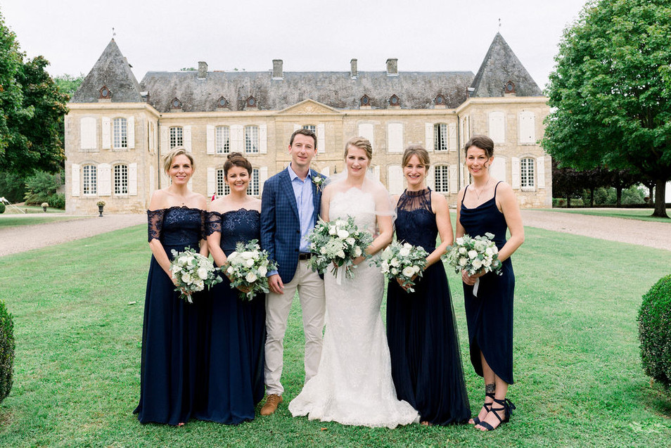 C+J with their bridesmaids, in front of Chateau de Lacoste, Dordogne
