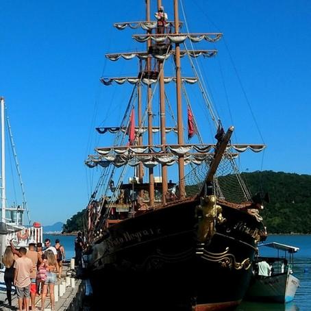 Minha aventura até a Fortaleza de Anhatomirim: barcos, piratas e muitas histórias para conhecer.