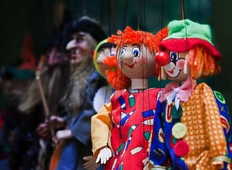 Uma luva que vira boneco, e que é um brinquedo?