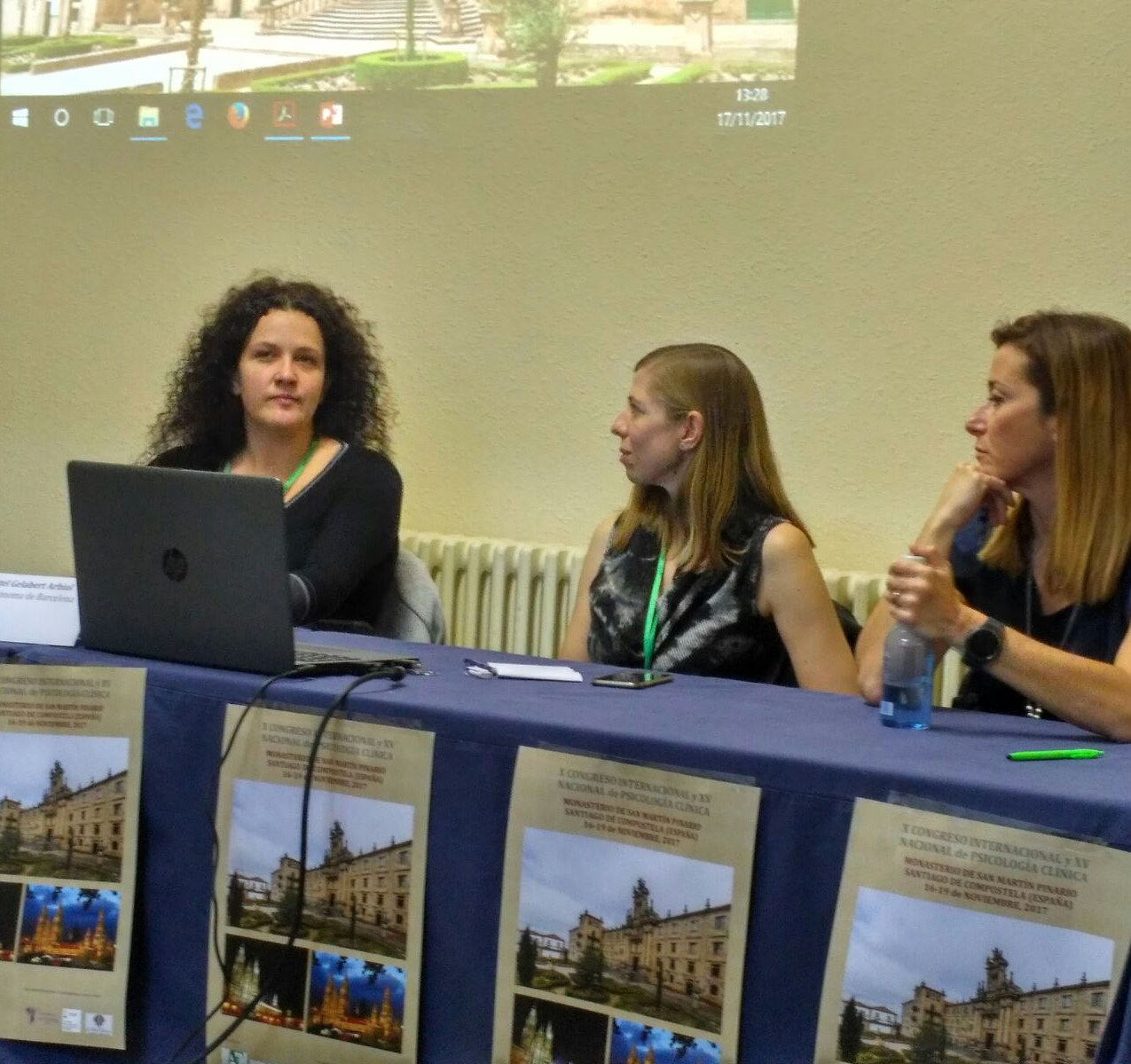 Elena Serrano presentando su ponenci
