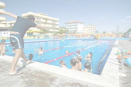 piscina_edited.jpg