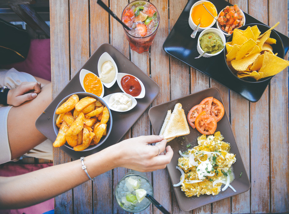 15 Signs You May Have a Toxic Relationship with Food (and how to improve it)