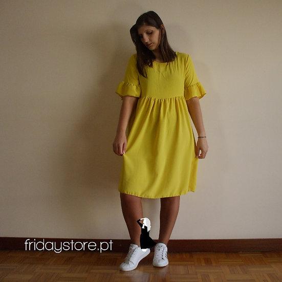 Vestido manga curta com folho