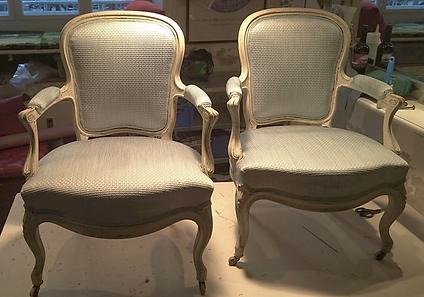 ompolstring af to stole med brokade stof.