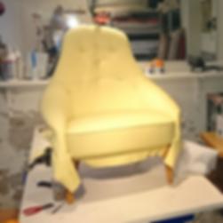 ompolstring af gul designerstol
