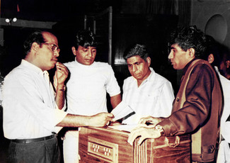 Manna Dey and Nitin-Mangesh are rehearsing songs to be recorded for the film 'Samanta' (1972).
