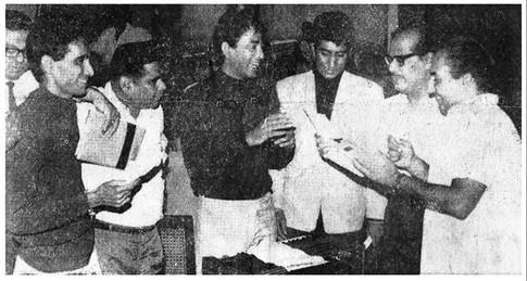 A newspaper article featuring Nitin-Mangesh at the rehersals for 'Baar Baar Gaaya' from the 70's film 'Mera naam Loafer'. Left to right: Mangesh, Adarsh Lok, Nitin, Janak Thaker, Manna Dey, Mohammed Rafi.