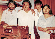 From left to right: Nitin, Kishore Kumar, Mangesh and Maya Govind (song writer), during a recording for 'Qaid' (1975)
