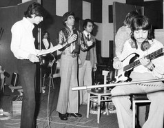 Mangesh directs London musicians for the recording of the 1975 album ''Teri Yaad Aayee'.
