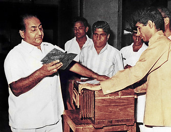 Mangesh is rehearsing 'Saathiyo Sunlo Zara' with Mohammed Rafi for the film 'Samanta' (1972).