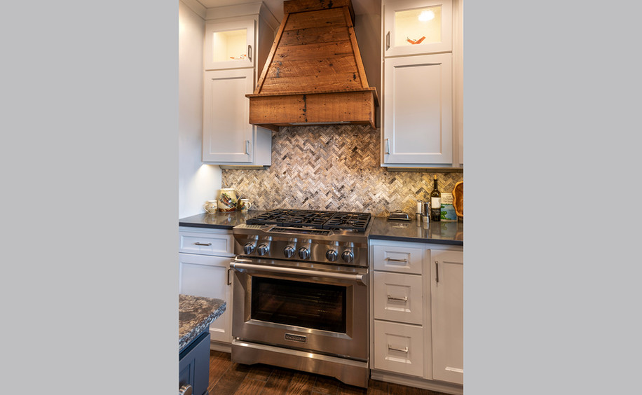 Main Floor Kitchen - Oven & Hood