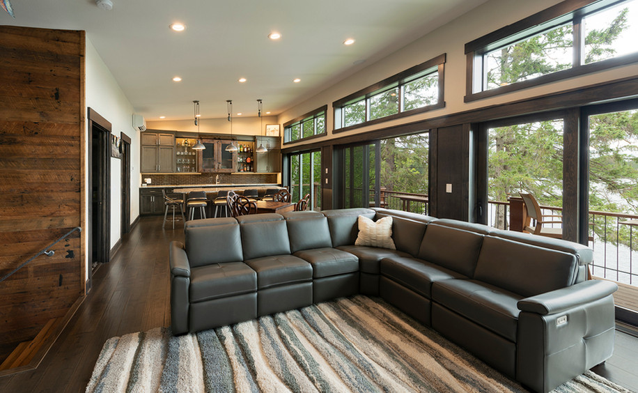 Upper Floor Living & Bar Area