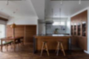 2列型のアイランドキッチン