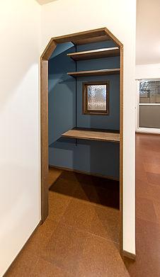 奥さまの仕事用収納兼ちょこっと作業スペース。
