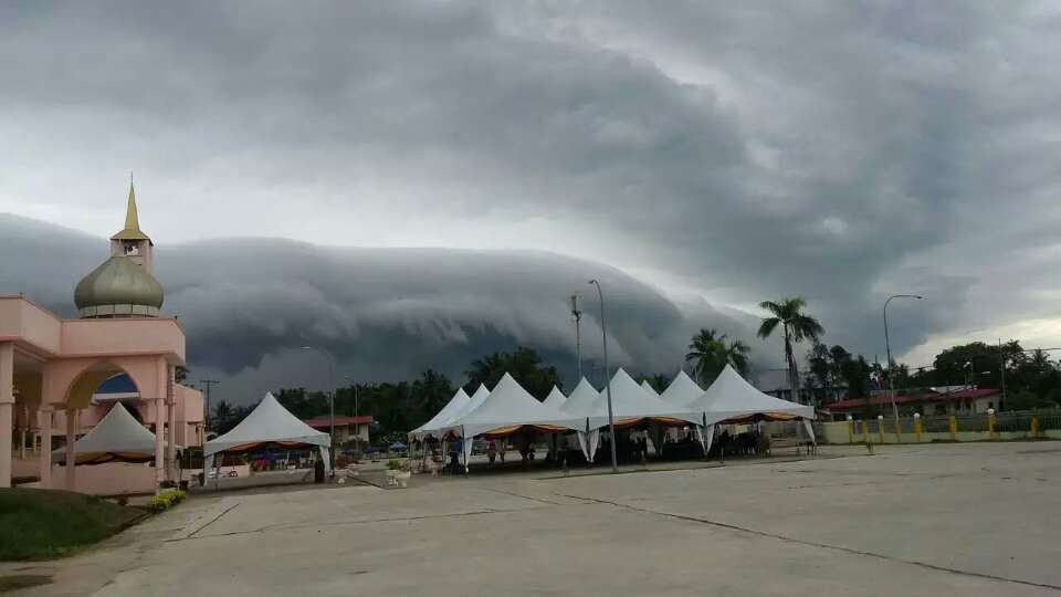 Roll Cloud/Shelf Cloud in Malaysia