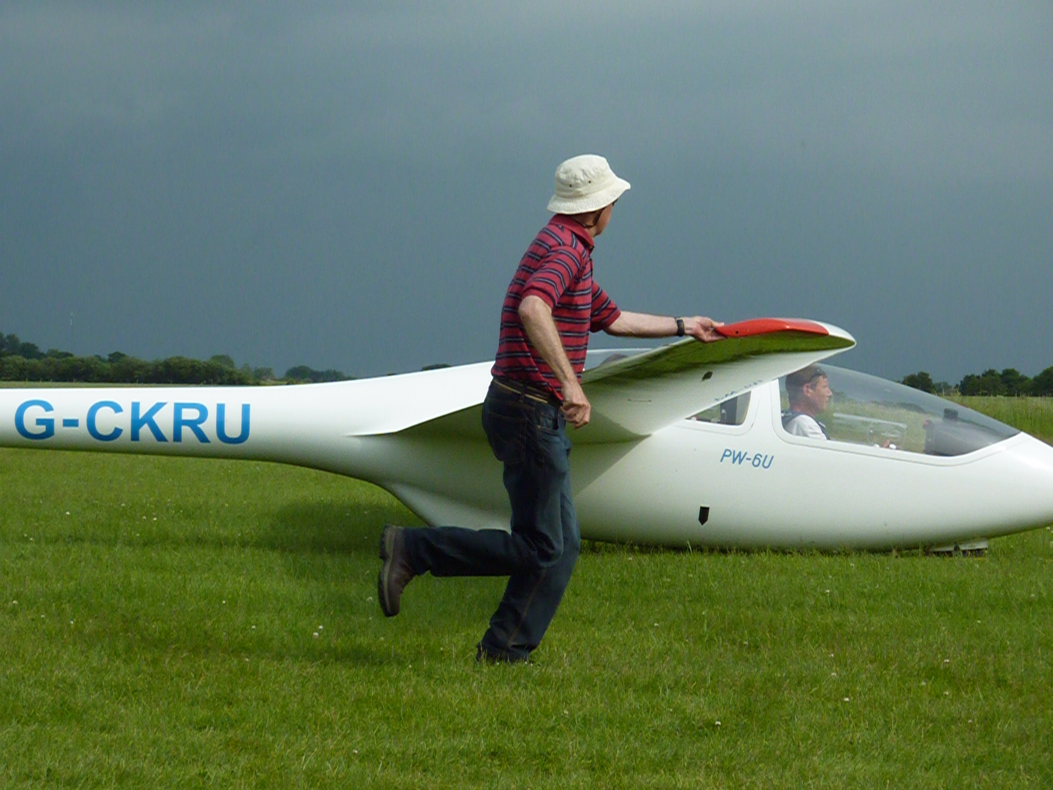 Bob Cassels running with glider wing