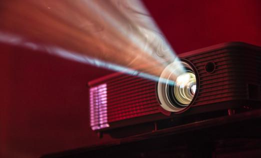 cisteni-projektoru-mechanickou-a-chemick
