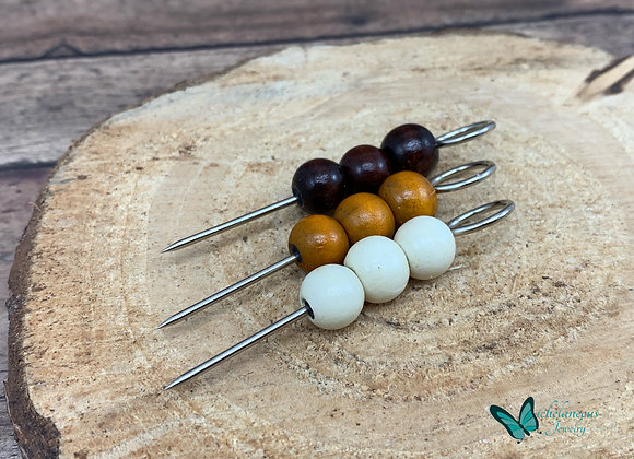 Handy cigar holder with wooden beads.