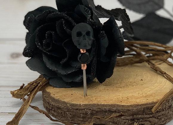 Handy cigar holder with skull.