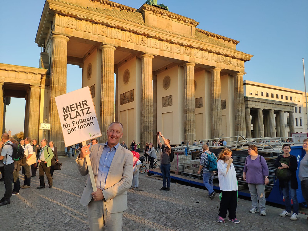 Jim Walker walking with the German Walking congress in Berlin in October 2018