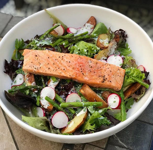 Mixed field greens, sliced radish, roast