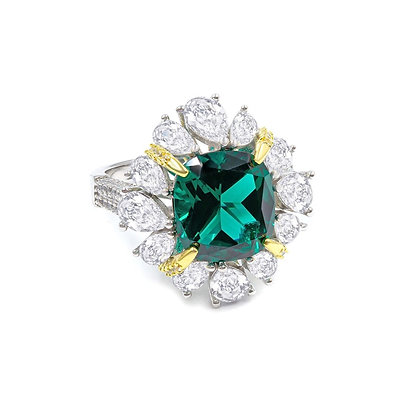 Stunning Emerald-look Ring